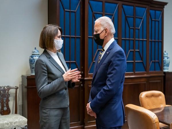 US President Joe Biden meeting Belarus opposition leader Svetlana Tikhanovskaya. (Photo: Twitter)