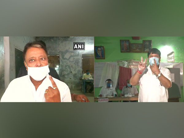 Mukul Roy and Arjun Singh show their inked fingers after casting their votes for the sixth phase of West Bengal polls on Thursday. [Photo/ANI]