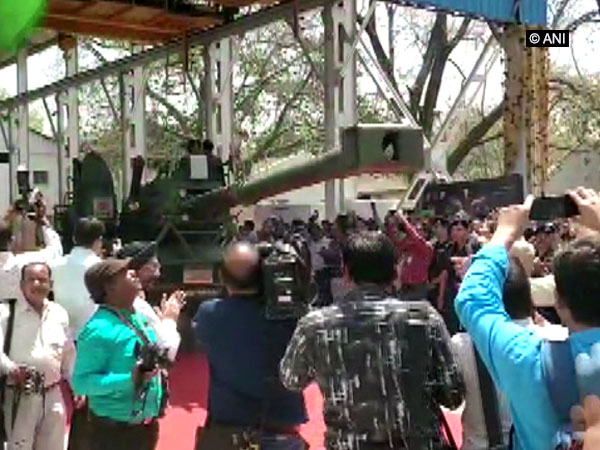 India's first indigenously developed Dhanush artillery gun was inducted in the Indian Army during a ceremony held in Jabalpur on Monday. Photo/Defence PRO