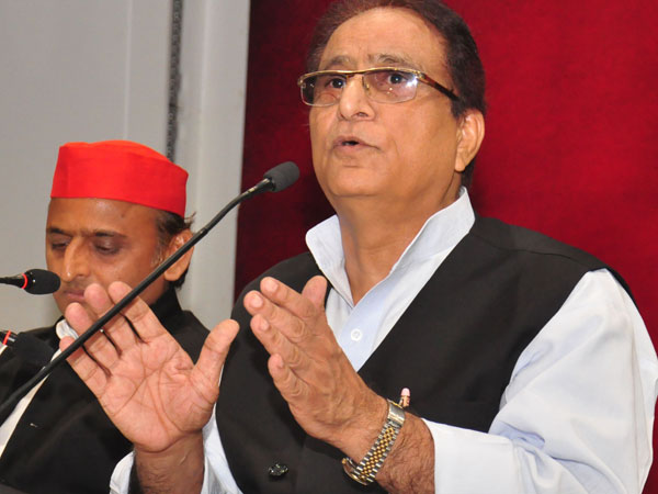 SP leader Azam Khan during a press conference in Lucknow on Wednesday. SP chief Akhilesh Yadav, left, is also seen. Photo/ANI