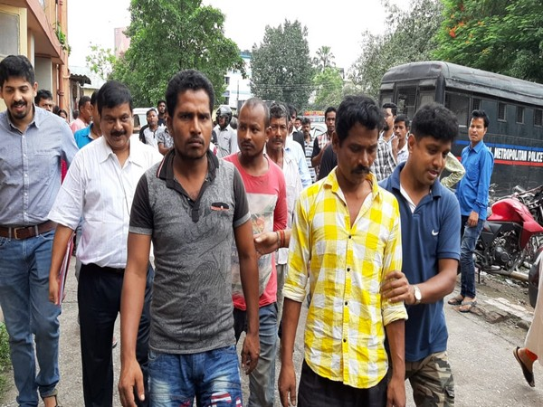 Smugglers arrested in Siliguri (Photo/ANI)