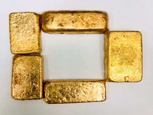 Five gold bars seized at Hyderabad airport (Photo/ANI)