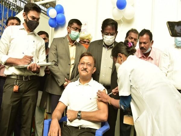 BBMP Administrator Gaurav Gupta getting vaccinated.