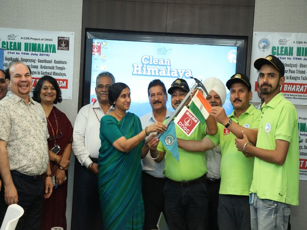 Dr Alka Mittal, Director (HR), ONGC flagging off Clean Himalaya Expedition