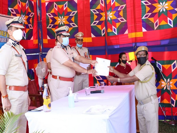 A volunteer being felicitated for service amid pandemic.