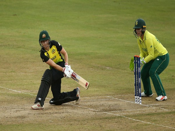 Australia captain Meg Lanning sweeps with South Africa wicket-keeper Lizelle Lee looking on (Photo/ICC)