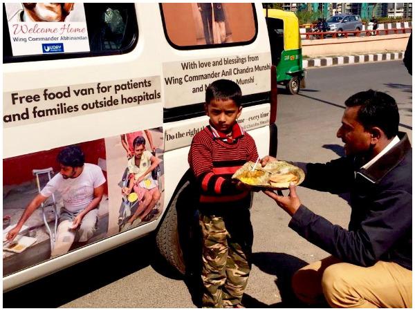 Chandan's father Girish donates food outside AIIMS, Delhi