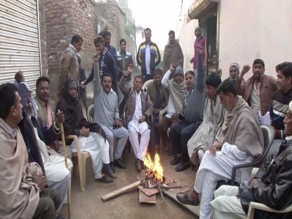 Pakistani Hindu refugees staying at Bhati Mines in Sanjay Nagar. Photo/ANI