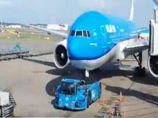 KL 877 flight from Amsterdam to Mumbai (Photo Credits:  Embassy of India in The Hague Twitter)