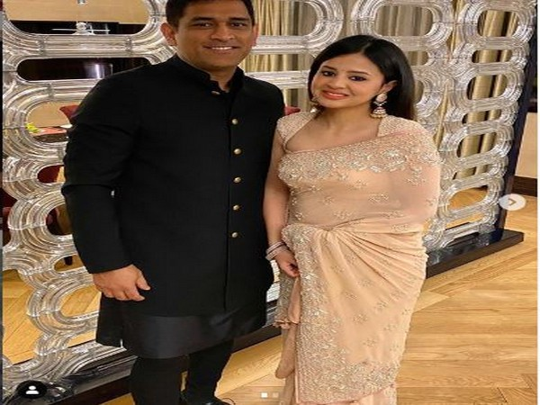 Wicket-keeper batsman MS Dhoni and his wife Sakshi (Photo/ Sakshi Dhoni Twitter)