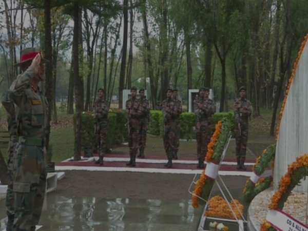 Indian Army paying tribute at war memorial in Poonch district (Photo/ANI)