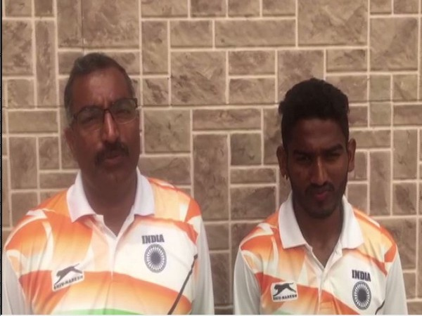 Avinash Sable (R) with coach Amrish Kumar (L)