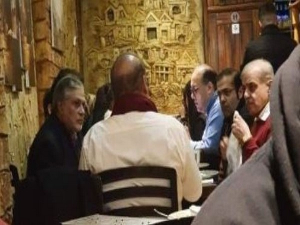 Viral photo of former Pakistan Prime Minister Nawaz Sharif at a restaurant in London (Source: Twitter)