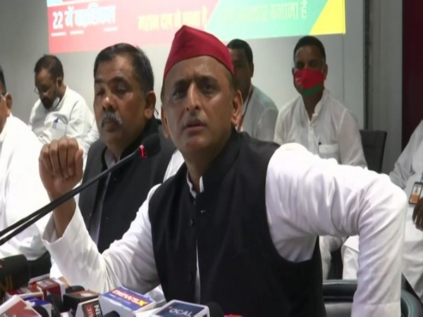 SP chief Akhilesh Yadav addressing a press conference in Lucknow on Sunday. [Photo/ANI]