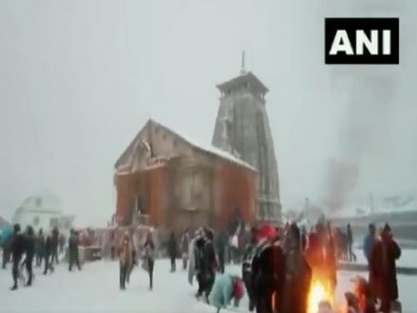 Trees and houses were seen covered in white sparkling snow making the place magnificent for tourists for the winters. Photo/ANI