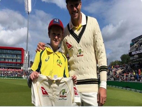 12-year-old Max Waight with Australia bowler James Pattinson (Photo/ cricket.com.au Twitter)