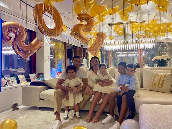 Cristiano Ronaldo with his girlfriend, Georgina Rodriguez, and kids. (Photo/ Cristiano Ronaldo Facebook)