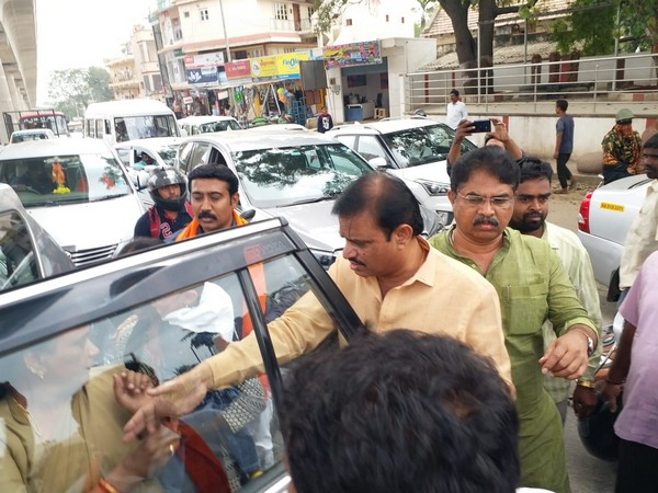 Accident victims being taken to hospital in Karnataka Minister R Ashok's  vehicle on Friday. Photo/ANI