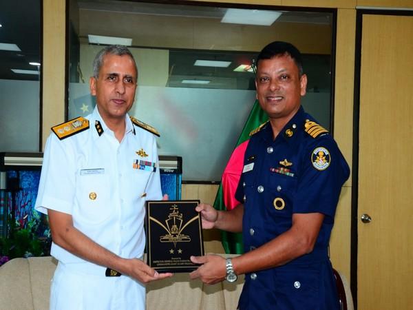 Bangladesh zonal commander Captain Shah Mohammed Moyeen Uddin with Indian Coast guard IG Rajan Bargotra in Kolkata on Tuesday. Photo/ANI