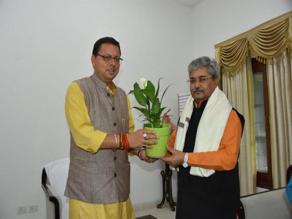 Uttarakhand CM Pushkar Singh Dhami with BJP's state in-charge Dushyant Kumar Gautam. (Photos/ANI)