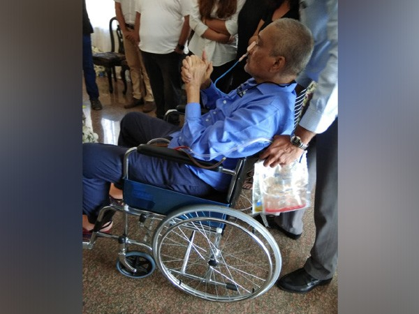 Manohar Parrikar reached D'Souza official residence in Mapusa town on a wheelchair on Friday
