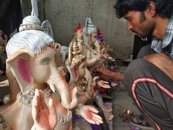 Sculpture artist Pradeep Modan from Malda working on Ganesha idols (Photo/ANI)