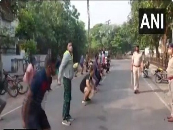 Police make lockdown violaters do sit-ups as punishment in Ambala on Tuesday. [Photo/ANI]
