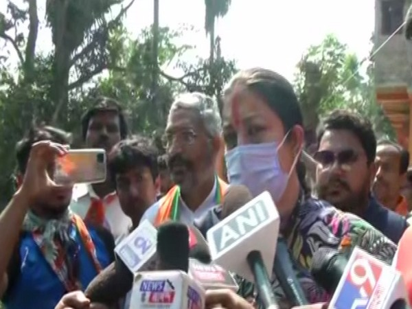 Union Minister Smriti Irani speaks to reporters in West Bengal's South 24 Parganas on Friday. [Photo/ANI]