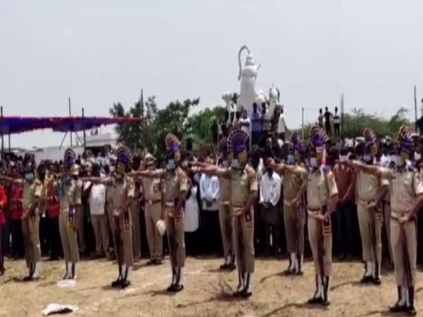 Last rites of CRPF soldier Sakhamuri Muralikrishna being held with police honors in Guntur on Tuesday. [Photo/ANI]