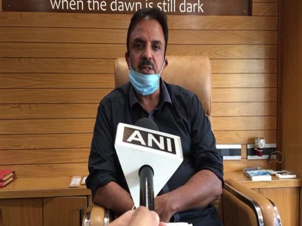 Digvijay Singh's lawyer Ravinder Singh Chhabra speaking to ANI in Indore on Tuesday. [Photo/ANI]
