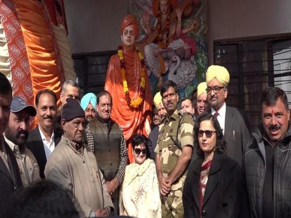 Statue of Swami Vivekananda unveiled in Kathua on Friday. Photo/ANI