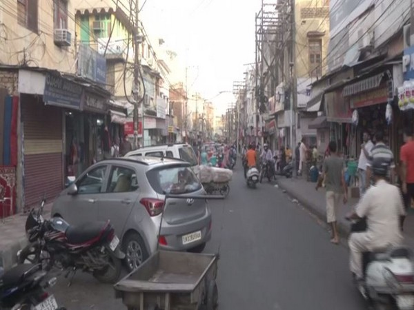 Visual of a market in Srinagar (Photo/ANI)