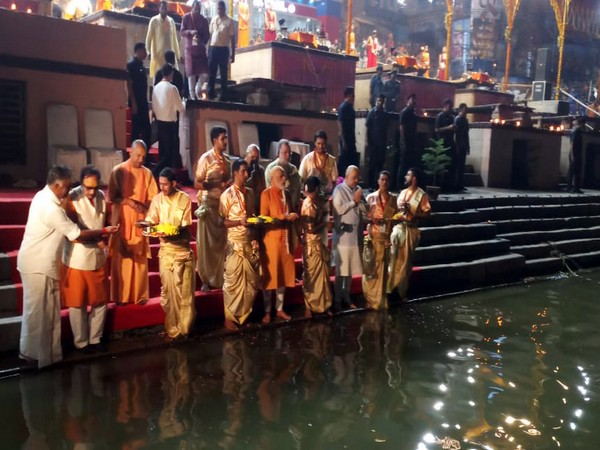 Prime Minister Narendra Modi performs aarti on the banks of River Ganga