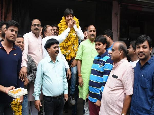 Akash Vijayvargiya was garlanded after his release from the jail. Photo/ANI