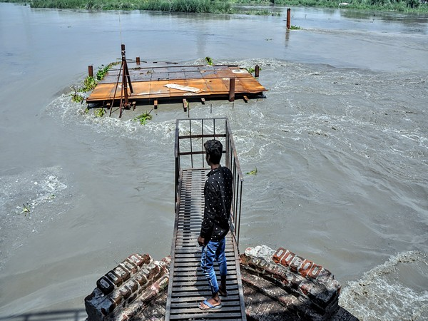 Water level in Yamuna is expected to cross danger mark by today evening. (Photo/ANI)