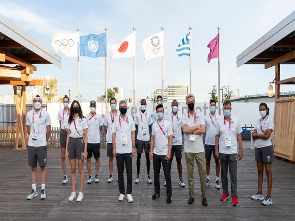 IOC President Thomas Bach with refugee athletes(Photo: IOC / Greg Martin)