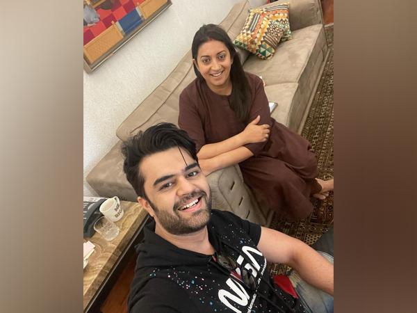 Maniesh Paul and Smriti Irani (Image Source: Instagram)