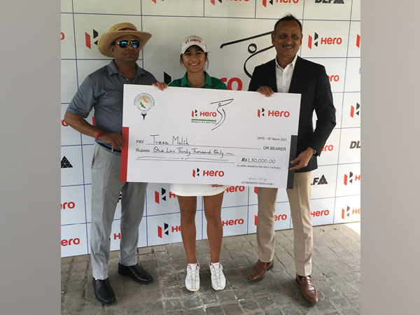Tvesa Malik with winner's cheque
