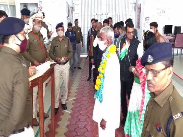Police felicitating a prisoner for his good conduct. (Photo/ANI)