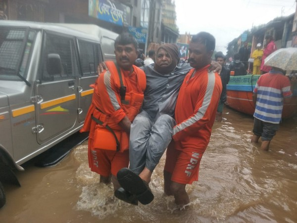 NDRF rescues stranded man from Sangli on Tuesday. [Photo/ANI]