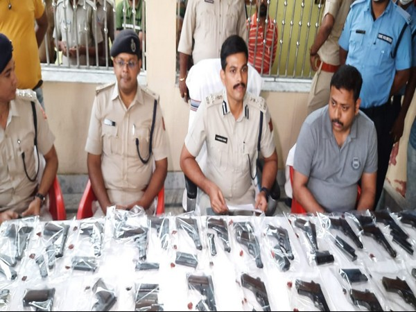 Asansol police with the seized firearms (Photo/ANI)