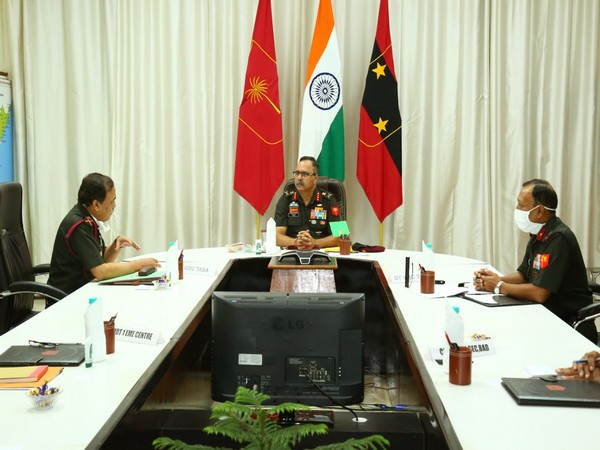 Lt Gen PN Rao, GOC, DB Area (centre) with Maj Gen RK Singh, GOC, TASA (left) on Sunday.
