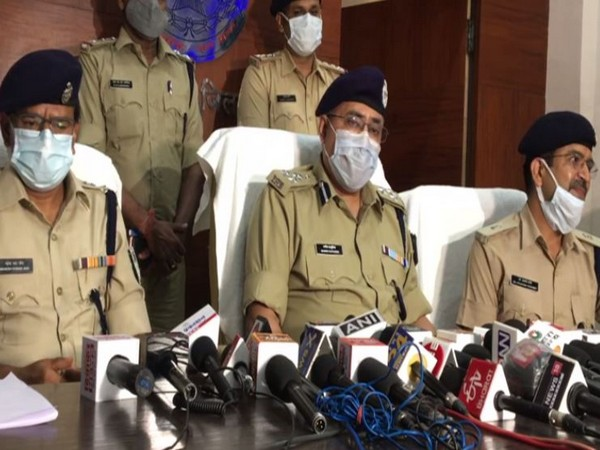 Indore DIG Manish Kapuriya (Centre) and SP Mahesh Chandra Jain (Left) during a press conference In Indore on Saturday (Photo/ANI)