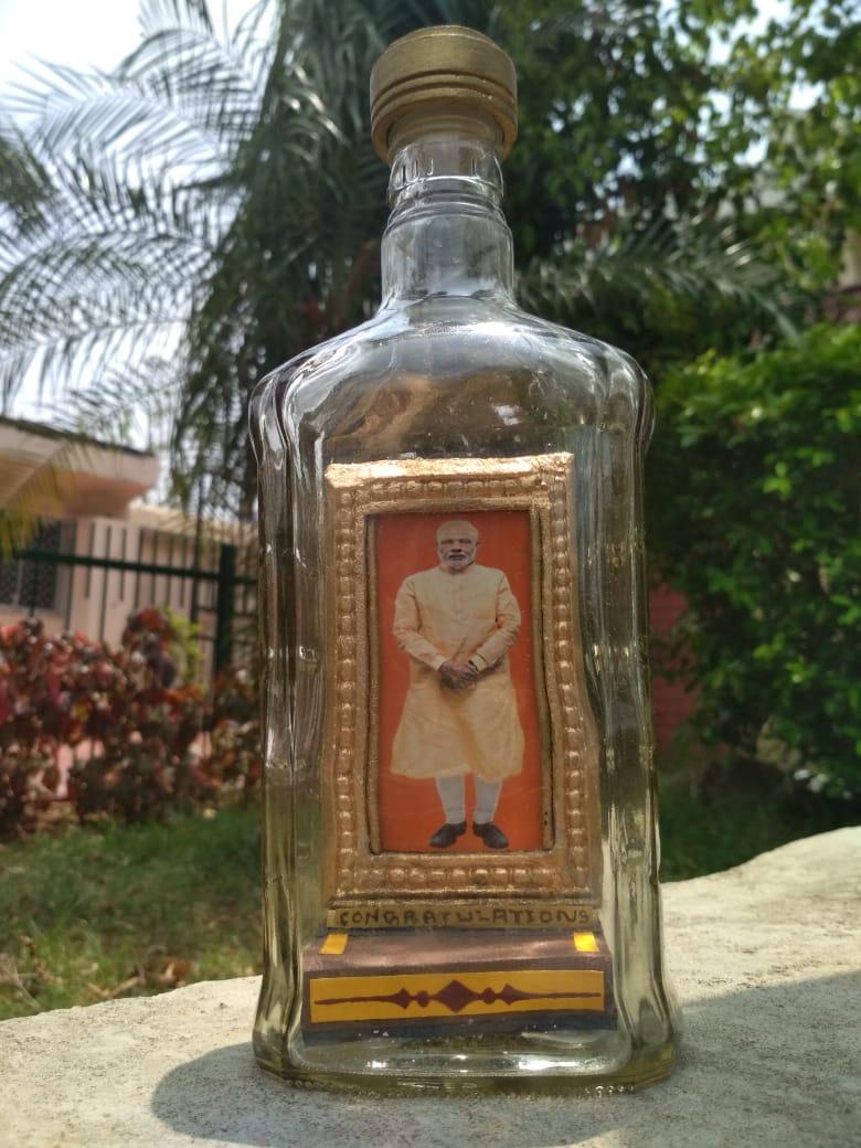Odisha-based miniature artist carves Modi, Patnaik faces on pencil tips