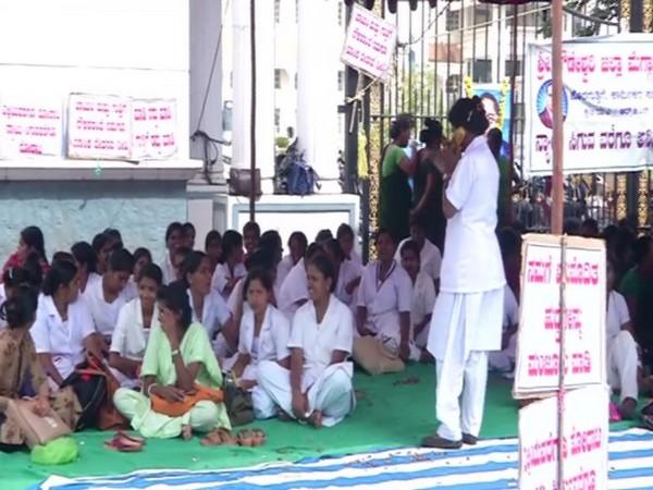 Hospital staffs on protest outside the premises of Shivamogga Institute of Medical Sciences on Wednesday. Photo/ANI