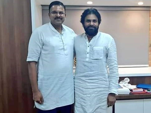 V V Lakshminarayana (L) with Pawan Kalyan (R) at Janasena office in Vijaywada on Saturday night (Photo/ANI)