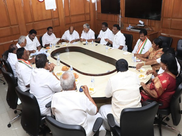 Puducherry Chief Minister V Narayanaswamy holding a meeting with cabinet leaders in Puducheery on Sunday. [Photo/ANI]