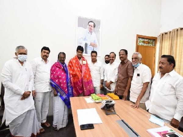 DMK parliamentarians with Telangana Minister KT Rama Rao.