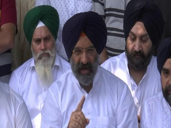 DSGMC President Manjinder Singh Sirsa addressing a press cnference in Srinagar on Monday. [Photo/ANI]