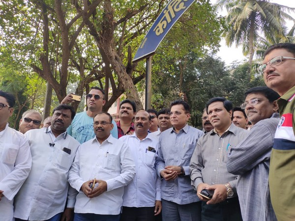 BJP leader Kirit Somaiya (fourth from right) presented himself at the Kandivali Police station for arrest on Saturday. Photo/ANI